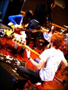 Hisashi Kondo Dokutsubo (2011.10.12) — 1309 It's Sakura-san on Percussion. 2011.10.12-Dokutsubo-7-225x300