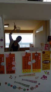 Takaco Inoue's blog (2012.07.17) — YUI at the Beach! 2012.07.17-Takaco-Inoue-02-168x300