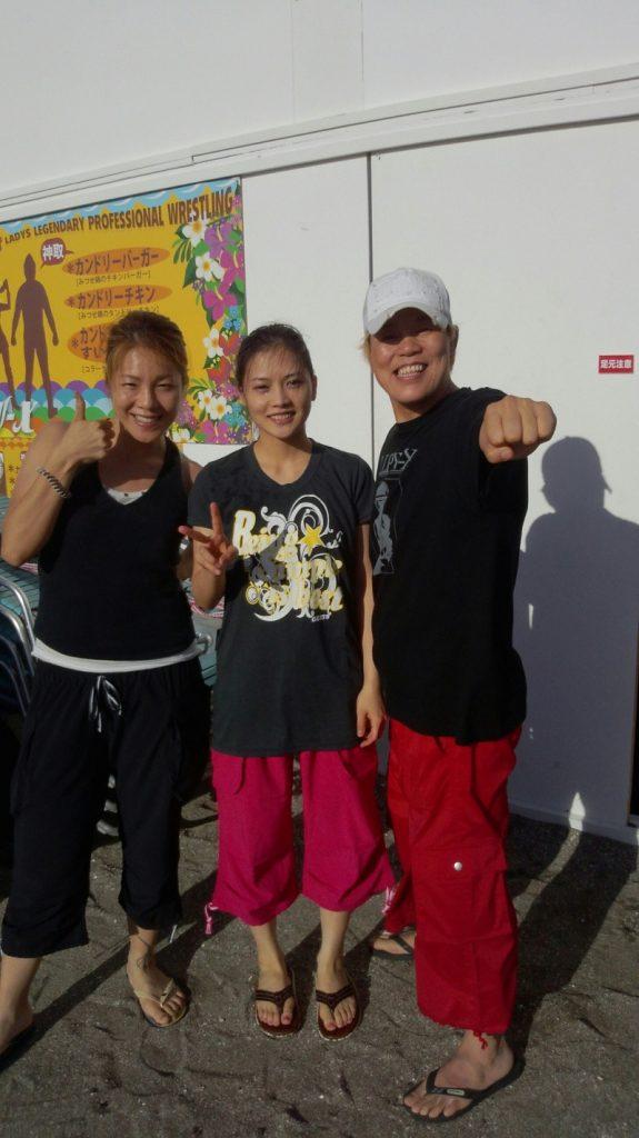 Takaco Inoue's blog (2012.07.17) — YUI at the Beach! 2012.07.17-Takaco-Inoue-05-575x1024